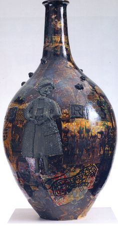 'I've Never Been to Africa' by Grayson Perry, 2011 (glazed ceramic) Ceramic Pottery, Pottery Art, Porcelain Ceramic, Glazed Ceramic, Contemporary Ceramics, Contemporary Artists, Clay Pot Projects, Grayson Perry, Yellow Vase