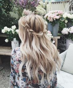 Loving this blonde beauty. She is  rocking a beautiful twist back braid!