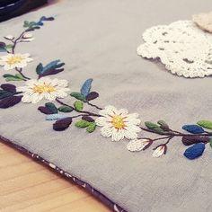 #식탁매트 위에 꽃 #프랑스자수 #야생화자수 #자수타그램 #취미 #프랑스자수용인공방 #embroidery #needlework #handmade #handcraft #stitch