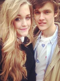 How beautiful is she? And they make a darn cute couple! ;) -Lyd :) <3