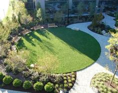 Front Yard Garden Design Circular thinking can be a boon in creating eye-catching landscapes. Here's how to put the shape to best use - Small Front Yard Landscaping, Backyard Landscaping, Landscaping Ideas, Back Gardens, Small Gardens, Front Yard Garden Design, Small Patio Design, Modern Front Yard, Diy Garden