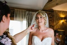Wedding photography | Is reportage wedding photography right for you?