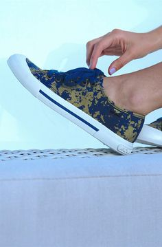 Wear the Jumpin sneaker to sport the metallic trend in a super unique way. With a dark blue canvas upper with splotches of shiny gold, these sneakers are a total work of art and exactly what you need this fall. #rocketdog #sneaker