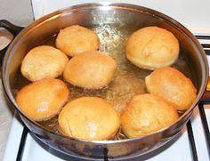 Gogosi pufoase cu gem Jacque Pepin, Cornbread, Hamburger, Ethnic Recipes, Food, Millet Bread, Eten, Hamburgers, Meals