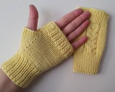 Accessories for the hot winter A nice gift Knitting Stitches, Knitting Designs, Baby Knitting, Knitting Patterns, Fingerless Gloves Knitted, Crochet Gloves, Wrist Warmers, Hand Warmers, Knitting Accessories