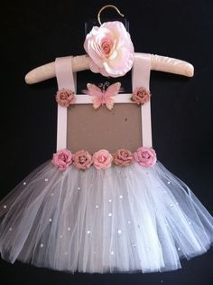 Ideas For Baby Shower Nena Bailarina Ballerina Birthday Parties, Ballerina Party, Ballerina Baby Showers, Baby Crafts, Diy And Crafts, Crafts For Kids, Picture Frame Crafts, Picture Frames, Tulle Wreath