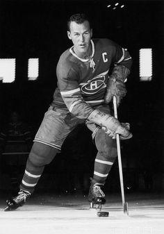 Émile Bouchard : Émile Joseph Bouchard dit « Butch » Bouchard, (né le 4 septembre 1919 à Montréal dans la province du Québec au Canada - mort le 14 avril 2012 à l'âge de 92 ans, à Longueuil au Québec au Canada) est un joueur canadien de hockey sur glace qui porte les couleurs de l'équipe des Canadiens de Montréal dans la Ligue nationale de hockey (LNH) de 1941 à 1956. Bruins Hockey, Hockey Mom, Hockey Teams, Hockey Players, Ice Hockey, Nhl, Montreal Canadiens, Hockey Hall Of Fame, Toronto