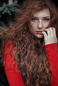A beleza única e hipnotizante de pessoas com sardas revelada em mais de vinte imagens The unique and mesmerizing beauty of people with freckles revealed in more than twenty images … Beautiful Freckles, Stunning Redhead, Gorgeous Hair, Poses, People With Red Hair, Portrait Photography Tips, Photography Composition, Abstract Photography, Beauty Photography