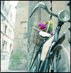 Flower basket on the old bicycle - Oxford, England