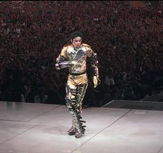 #MichaelJackson dazzles the crowd during the HIStory tour in 1997 in Germany.