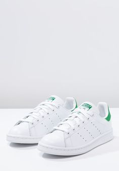 new products 4a8c8 4a4a7 Homme adidas Originals STAN SMITH - Baskets basses - running white green  blanc… Chaussures