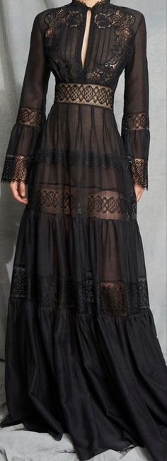 Full lace dress with keyhole neck Gothic Chic, Maxi Skirt Outfits, Clothes 2019, Dressmaker, Lace Dress Black, Stiles, Beautiful Gowns, Le Jolie, Nice Dresses