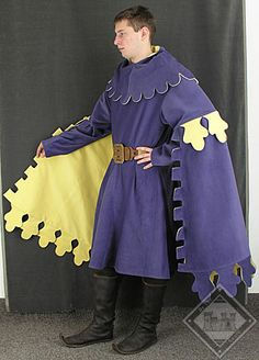 Houppelande and includes the Medieval Hood with dagged shoulder cape Renaissance Time, Renaissance Fashion, Medieval World, Medieval Fantasy, Medieval Clothing, Historical Clothing, Middle Ages Clothing, Mens Garb, Shoulder Cape