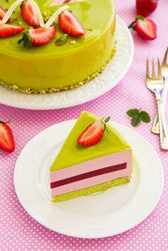 Клубнично-фисташковый торт