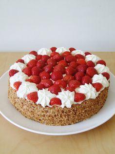 Zoet & Verleidelijk: Aardbeien slagroomtaart Ramadan Desserts, Cold Desserts, Chocolate Desserts, No Bake Desserts, Delicious Desserts, Yummy Food, Baking Recipes, Cake Recipes, Dessert Recipes