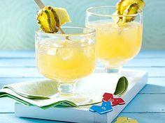 Ingwer-Ananas-Drink Rezept Summer Drinks, Cocktail Drinks, Alcoholic Drinks, Slushies, Hurricane Glass, Smoothies, Food Photography, Tasty, Fruit