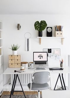 Home office decor is a very important thing that you have to make percfectly in your house. You need to make your home office decor ideas become a very awe Workspace Inspiration, Decoration Inspiration, Decor Ideas, Decorating Ideas, Desk Inspo, Ideas Prácticas, Flat Ideas, Ideas Para, Home Office Design