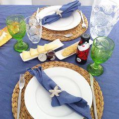 Poner la mesa para hacer sesiones de fotos es genial pero poner la mesa para comer es la pera! Que aproveche ratitas! @vianoleo #gourmet #gourmetbox #delicatessen #gastro #gazpacho #queso #crackers #food #foodie #foodies #instafood #igersvlc #igersvalencia #igersbcn #igersmadrid #vajillas #vajilla #home #homedeco by laratitasibarita