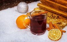 Punč z červeného vína s rozmarínom Moscow Mule Mugs, Rum, Tableware, Dinnerware, Tablewares, Rome, Dishes, Place Settings