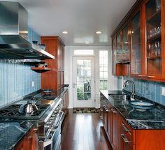 Cabinet and backsplash colors