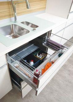 Un meuble qui optimise l'espace sous l'évier - 40 meubles de cuisine maxi rangement - CôtéMaison.fr