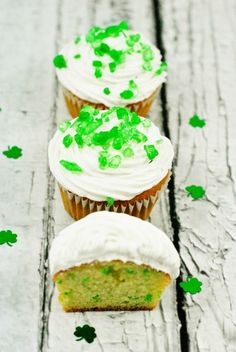 St. Patrick's Day Surprise Inside Cupcakes >> from Moments with Mandi @Mandi Smith T Interiors Smith T Interiors Welbaum
