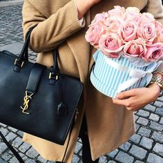 YSL bag and flowers Ysl Purse, Ysl Bag, Coin Purse, Handbags On Sale, Luxury Handbags, Stylish Handbags, Luxury Girl, Favim, Michael Kors Hamilton