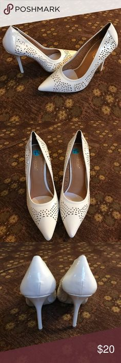 Shoedazzle white heels Shoedazzle white heels. Few marks on them. Shown in pics below Shoe Dazzle Shoes Heels