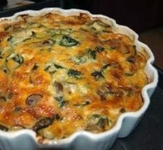 GEROOKTE MOSSELTERT Heerlik vir enige vingerhappie, ligte middagete of aandete 1 ui, gekap pakkie sampioene in skywe gesny 2 blikkies gero. Veggie Quiche, Easy Quiche, Yummy Quiche, Quiche Crustless, Cheese Quiche, Frittata, Kos, Savory Snacks, Savoury Dishes