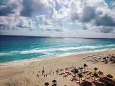 Hace un año  #Cancún #México by andresbernall