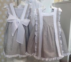 Lino piedra y bodoque blanco, de Las tres ocas Little Girl Dresses, Girls Dresses, Flower Girl Dresses, Baby Girl Fashion, Kids Fashion, Girly Outfits, Kids Outfits, Frock Patterns, Dress Anak