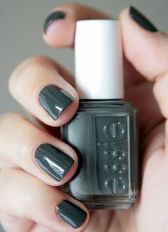 ESSIE - Power Clutch -- can slate gray be my favorite color? It is all I am wearing lately. And I love this polish. Essie Nail Polish, Nail Polish Colors, Essie Colors, Cute Nails, Pretty Nails, Hair And Nails, My Nails, Nagellack Trends, Pelo Natural