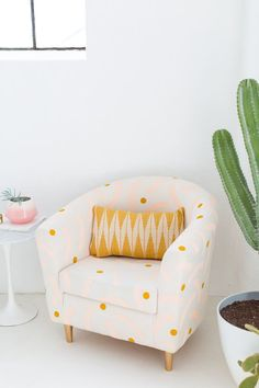 Refresh your home decor with a DIY painted chair makeover for that old piece of furniture you forgot you even owned! We hacked our Ikea chair! Ikea Hack Chair, Diy Chair, Chair Fabric, Chair Makeover, Furniture Makeover, Diy Furniture, Decoupage Furniture, Antique Furniture, Painted Furniture