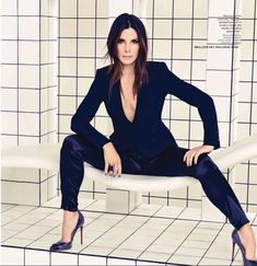 Sandra Bullock is just soo beautiful! Can you believe she is 49! Almost 50 and she is gorgeous!