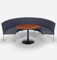 Banquette and Table 35 by Treitel Gratz for The Grill Room at The Four Seasons Restaurant. Settee Dining, Dining Furniture, Furniture Design, Dining Room, Contemporary Design, Modern Design, Seasons Restaurant, Elegant Dining, Mid Century Style