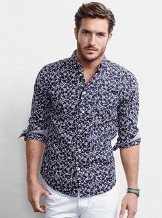I want this shirt - Justice Joslin Poses for Simons' Spring 2014 Look Book Justice Joslin, Smart Casual Men, Japanese Outfits, Japanese Clothing, Gentleman Style, Men Looks, Collar Shirts, Printed Shirts, Floral Shirts
