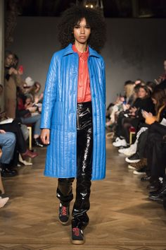 Stand Stockholm Fall 2018 Fashion Show Collection: See the complete Stand Stockholm Fall 2018 collection. Look 9 Stockholm, Seoul, Ukraine, Autumn Fashion 2018, Tokyo Fashion, Vogue Russia, Fashion Show Collection, Jacket Style, Fall 2018