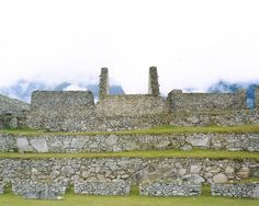 "Hans-Christian Schink, ""Peru"", Machu Picchu 4, 2004, C-Print/Diasec, 178 x 215 cm und 121 x 145 cm, Auflage 5 + 3"