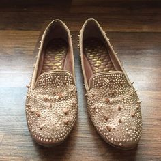 Sam Edelman Adena rose gold loafers Sam Edelman spiky studded loaders, super cute, rose gold, worn out twice so has some wear on sole but top and inside is in great condition Sam Edelman Shoes Flats & Loafers