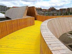 Here are some photos of the Luchtsingel pedestrian bridge in Rotterdam, the Netherlands, by ZUS Zones Urbaines Sensibles , photogra. Rotterdam Architecture, Landscape Architecture, Landscape Design, Architecture Design, Holland, La Haye, Excursion, Pedestrian Bridge, Blog Voyage