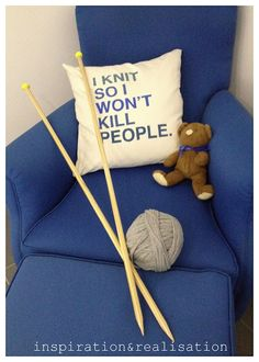 inspiration and realisation - DIY: giant knitting needles fprget the needles, . : inspiration and realisation – DIY: giant knitting needles fprget the needles, i NEED that pillow! Knitting Humor, Knitting Projects, Knitting Patterns, Knitting Ideas, Diy Giant Knitting Needles, Knit Rug, Knit Crochet, Yarn Crafts, Diy Crafts