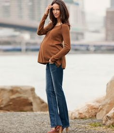 Maternity casual yet polished Cute Maternity Outfits, Casual Maternity, Maternity Jeans, Maternity Fashion, Bump Style, Sweaters And Jeans, H&m Online, Bell Bottom Jeans, Fashion Online