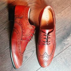 Timeless elegance!  Wingtip brogues in brown leather with vintage effect from Lea Gu are the latest arrival in Cherry Heel!  Happy Wednesday Gentlemen! 🎩  #CherryHeel #Luxury #shoe #boutique #shoes #menshoes #shoesforhim #oxford #brogues #wingtip #handmade #gentlemen #elegance #style #fashionforhim #handmade #handmadeshoes #mensshoes #mensstyle #menwithstyle #luxuryfootwear #luxuryshoes #forhim