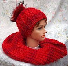 Screenshot_2019-12-21 Jules Geschenkevitrine Winter-Set - Mütze mit Fell-Pompon und Loop Amazon de Küche Haushalt Knitted Hats, Knitting, Winter, Fashion, Household, Handarbeit, Cast On Knitting, Gifts, Winter Time