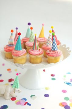 Cupcake and Cake Toppers, Mini Party Hats, Bright Colors Idea for cupcakes – kids birthday Mini Cakes, Cupcake Cakes, Party Cupcakes, Kids Birthday Cupcakes, Circus Cupcakes, Baby Cakes, Cupcakes Kids, Themed Cupcakes, Cupcake Recipes