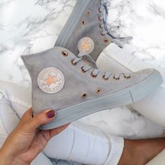 Nike - Converse Chuck Taylor - All Star - Wildleder - einfarbig - High Top - Damenschuh - i l o v e s h o e s - Schuhe Converse Rose Gold, Converse Tumblr, Colored Converse, Rose Gold Shoes, Cute Shoes, Me Too Shoes, Trendy Shoes, Converse Shoes