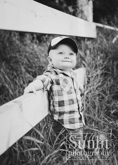 Cute photo pose for toddler!  <3  LOVE the idea of using a fence!