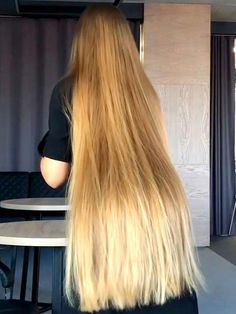 14 Cutest Side Ponytail Ideas for 2019 That You Need to See! Long Dark Hair, Very Long Hair, Long Blond, Long Bob Hairstyles, Twist Hairstyles, Long Hair Models, Long Hair Play, Playing With Hair, Beautiful Long Hair