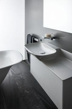SaphirKeramik washbasin - Designer Single washhand basins by Laufen ✓ Comprehensive product & design information ✓ Catalogs ➜ Get inspired now Basin Design, Modern Baths, Bathroom Collections, Ceramic Materials, Trends, Bathroom Sets, Interiores Design, Sink, Shelves