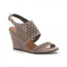 La sandale perforée